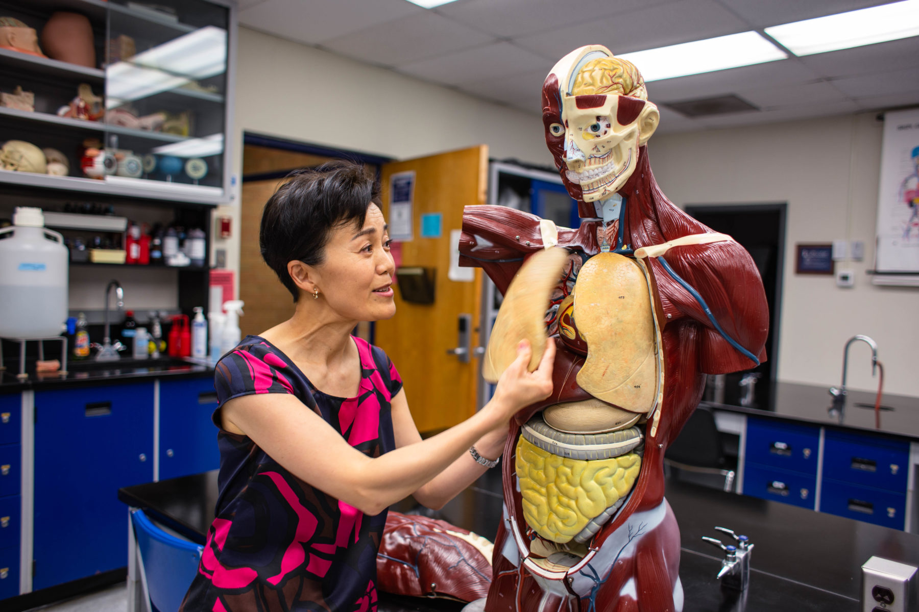 Dr. Ho Pao teaches in a Biology classroom