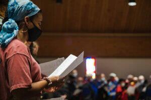 Students worship at convocation